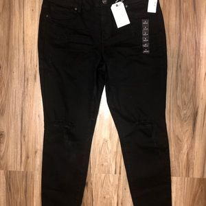 Maurices distressed jeggings NWT